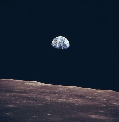 586px-Earth_Rise_as_Seen_From_Lunar_Surface