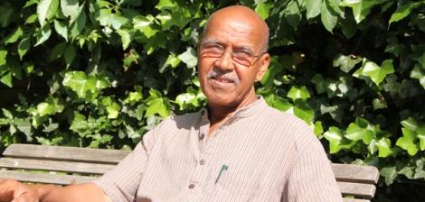 Nuruddin Farah im Garten seines Hamburger Hotels. Mein Interview mit ihm erscheint übrigens im Oktober im Südwind.