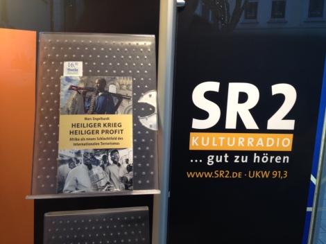sr2_buchstand